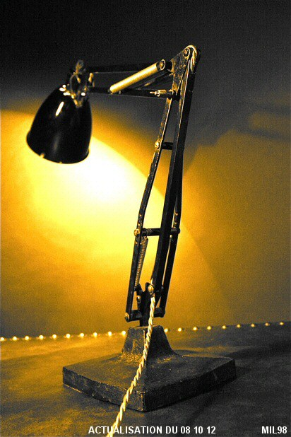 Lampe articulée (ANGLEPOISE)