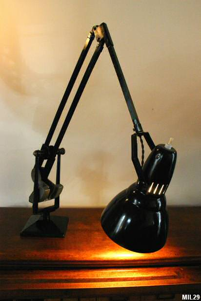 Photo d'une lampe industrielle